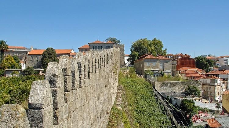 Oporto Fernandinas Walls